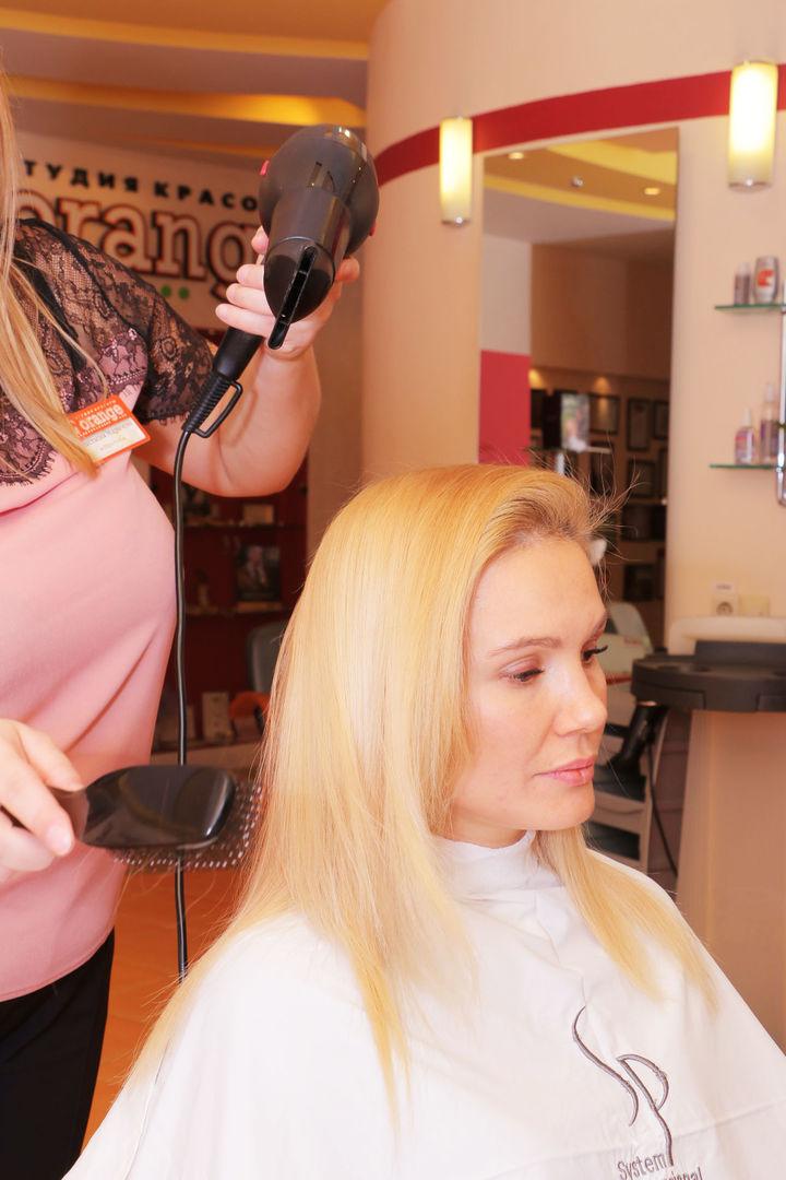 Елена Ильясова в студии красоты L'orange. Укладка процедуры «Абсолютное счастье для волос»